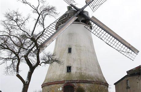 Wintereinbruch an der Windmühle in Lechtingen