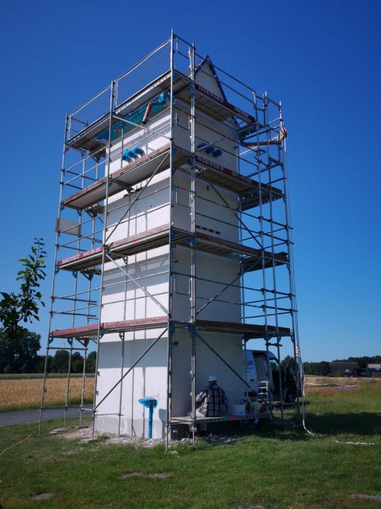 Hier ist der komplette Turm eingewickelt