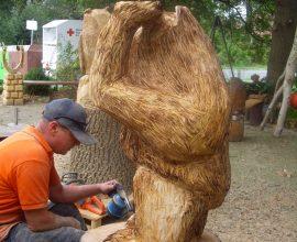 Was entsteht aus diesen großem Baumstamm?